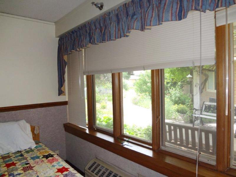 BC_2_cottonwood_room.jpg